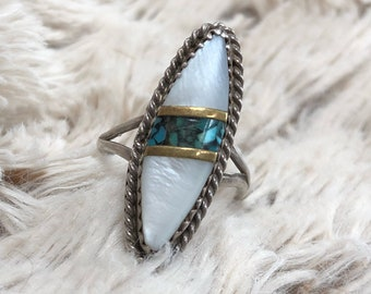 Beautiful Vintage Native Ameeican Mother of Pearl and Turquoise Stering Silver Ring 5.5