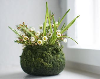 Felted bowl - Hygge home decor - Mossy green spring nature inspired woolen desk organizer - Easter centerpiece basket - Organic soft storage