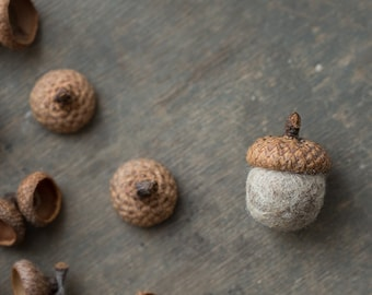 Woodland wedding favor - Fridge magnet with natural real acorn cap and felted wool bead in organic beige color packed in a craft box