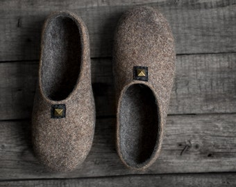 Men's felt slippers with soles Felted slippers Rustic house shoes Greyish cappuccino brown dark grey organic wool steam punk husband gift