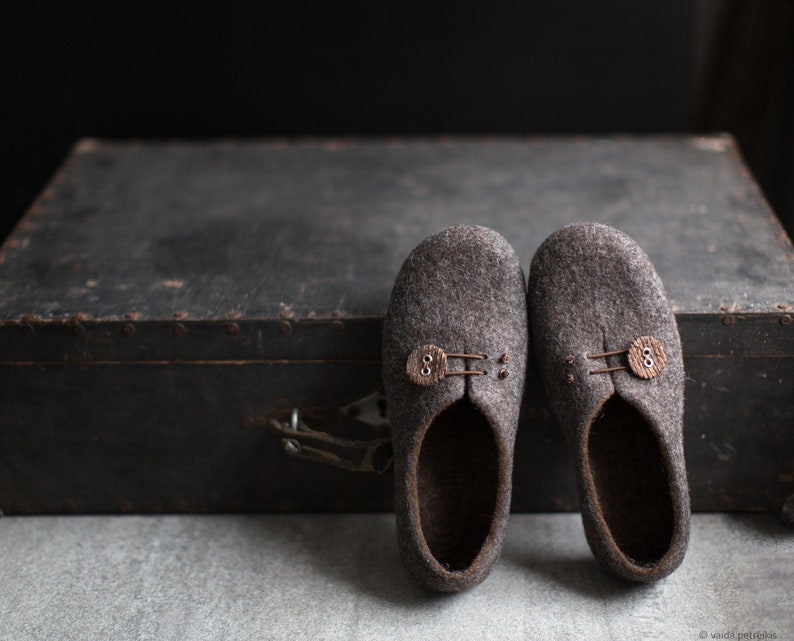 Women slippers with soles Gray brown home shoes Cozy felt image 0