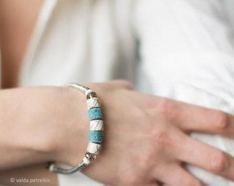 Minimalistic Metal Bracelet with Handmade Felt and Bone - Light teal blue with beige - elegant feminine casual style - ready to ship