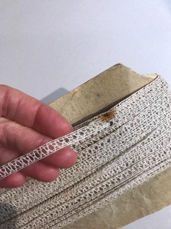 Garniture de dentelle délicate antique Français dentelle - Design Vintage Design - - Beige - naturellement vieilli ancien dentelle Mixed Media Art-couture approvisionnement 458073