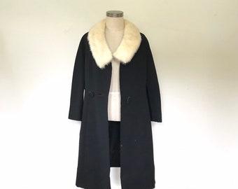 Vintage Audrey Hepburn coat. S