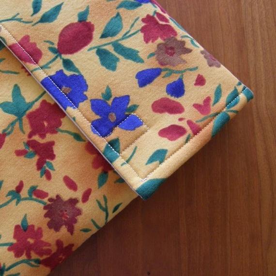ipad h lle karton mit extra tasche in gold floral stoff etsy. Black Bedroom Furniture Sets. Home Design Ideas