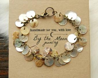 Shell Bracelet, Shell Disc Bracelet, Shell Charm Bracelet, Mother of Pearl Bracelet, Gift Women, Brown Shell Bracelet, White Shell Bracelet