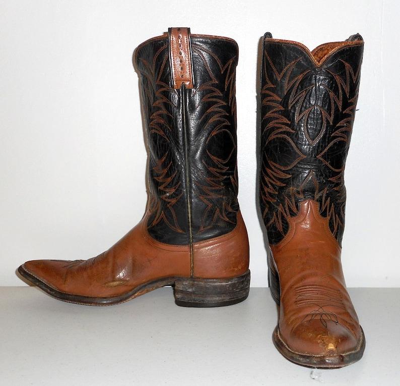 491d37516 Hombres tamaño 9 B botas vaqueras Justin Black Tan estrechos