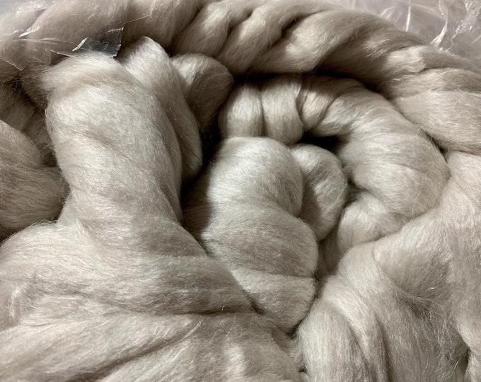 Spinning Fiber Haunui New Zealand Halfbred 23.5Micron/Bombyx Silk 70/30 - 5oz - Undyed