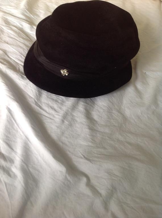 Vintage 1940s ladies black felt hat