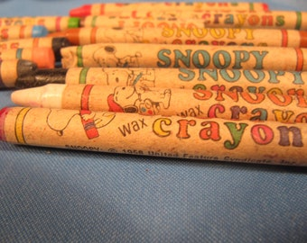 VINTAGE SNOOPY CRAYON Collection,14 Vintage Crayons, 1958 United Feature Syndicate Snoopy Crayon and colored pencil,Multi Colored Collection