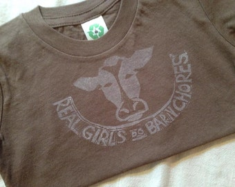 Real Girls Do Barn Chores Tee, T-shirt in Black with Stamped Cow Size  6-7 years
