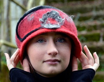 1920s Cloche in red merino wool, with a felt portrait of a girl for a unique gift.
