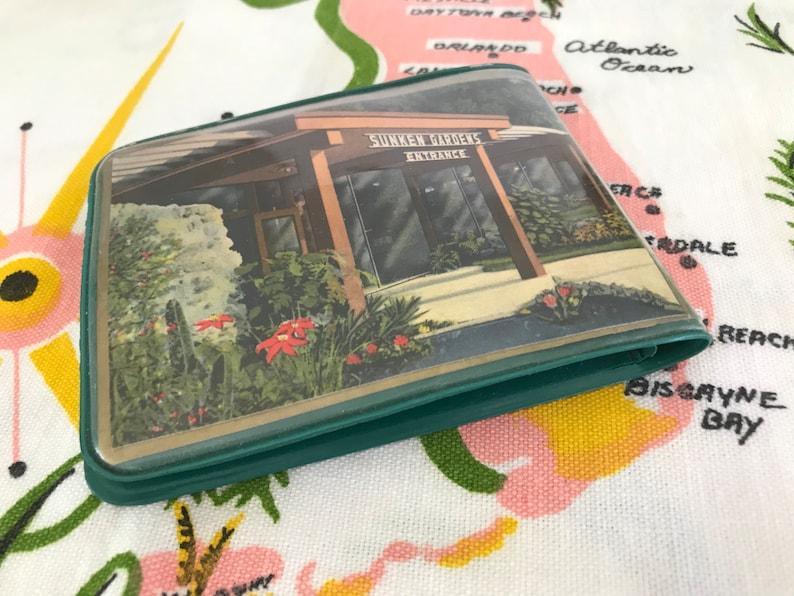 Vintage Florida souvenir wallet billfold purse Sunken Gardens St Petersburg St Pete plastic 1960s kitsch Floridiana