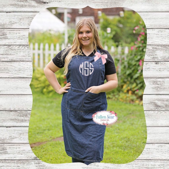 Denim Apron , Womans Apron , Custom Text Apron, Personlized Apron, Gift For Her, Bridal Shower Gift, Birthday Gift, Chef Gift