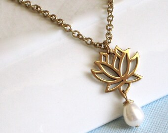 Lotus Necklace -Pearl Necklace,  Botanical Jewelry, Flower Jewelry, Flower Necklace, Gift for Woman, Graduation Gift, Bridesmaid Gift