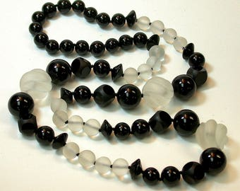 Vintage Black Onyx Carved Abacus Bead Hand Knotted Necklace ,Hand Carved Vintage White Snow Quartz Round Twist Beads MATCHED JEWELRY SET