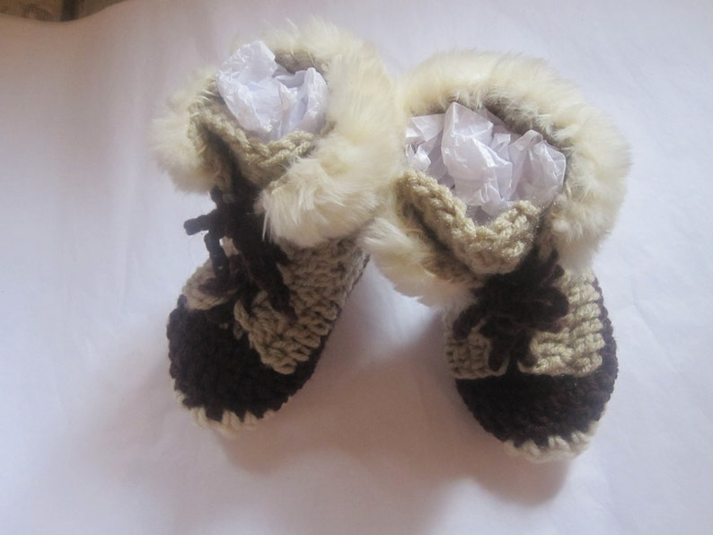 bf23a677ab7 Unisex Baby Booties 6- 9 months Crochet Uggs LL Bean Style Boots Beige  Brown Off White Tan Neutral Ivory Faux Fur Sherpa inner Soles