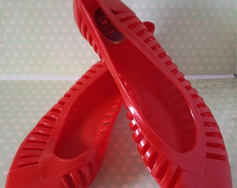 21abbb3b70af Vintage 80 s Candy Apple Red jelly sandals