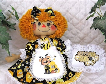 """Primitive Raggedy 17"""" BeeS & SuNfLoWeRs AnniE!* Apron~Flower~Necklace~Ornie!!"""