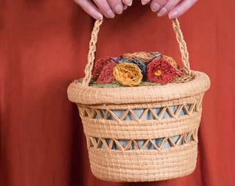 1940s Purse - Vintage Late 40s/Early 50s Woven Raffia Basket Basket Purse with Floral Embellishment