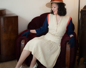 Vintage 1930s Dress - Sophisticated Rayon Linen Color Block 30s Day Dress with Pleated Skirt and Fashion Originator's Guild Label