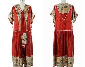 e20c0df474 Vintage 1920s Robe - Vibrant Deco Era 20s Kimono Inspired Robe in Deep  Crimson Red with Stunning Bird Border Print