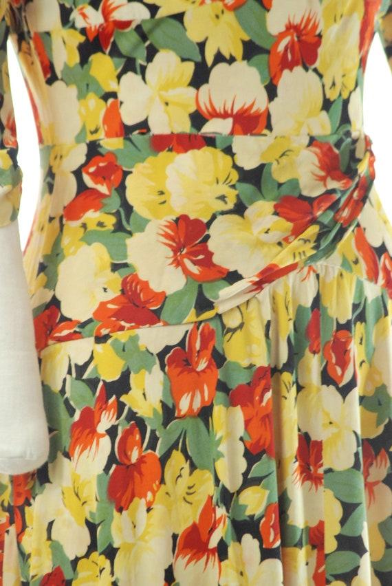 Vintage 1940s Dress - 40s Rayon Jersey Floral Pri… - image 8