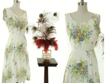 Vintage 1950s Dress - Gorgeous Trapunto Floral 50s Summer Sundress in Soft Colors with Black Top Stitch and White Rhinestones