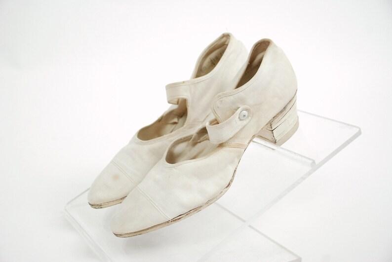 e2c3e4df79d2 Vintage 1920s Shoes Beautiful 20s Sporty Canvas Shoes with
