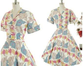 Vintage 1950s Dress - Fantastic European Made 50s Day Dress Made of Lightweight Cotton in Tropical Floral with Anthurium Print