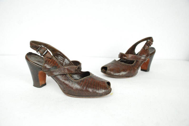 588f2d6aefb110 Vintage 1940s Shoes Size 4 to 4.5 Fantastic Brown