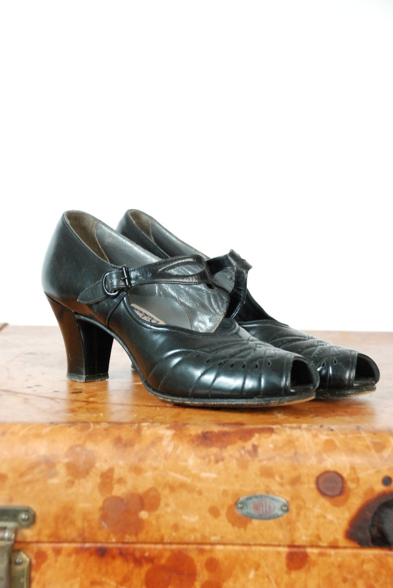 7e35557d56e983 Vintage 1930s Shoes 30s Patent Leather High Heels with Peep
