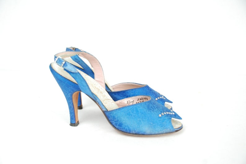 fa3eaa000db25e 1950s Vintage Shoes Size 5.5 Gorgeous Blue Brocade 50s