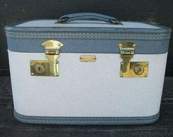 Vintage ARFLITE Train Case | Travel Makeup Suit Case | Retro Hardshell Suitcase | Carry On Luggage | 1960's | Vintage Blue White Textured