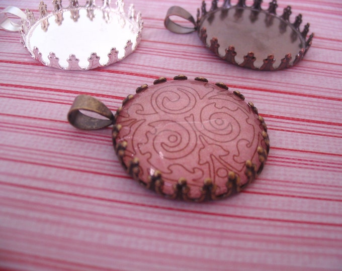 100pk Crown Lace Edge Pendant Trays...Size 25mm Circle..Mix and Match