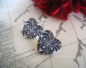 50 Earring Size Heart Glass...Size 18mm