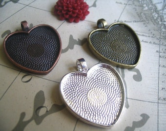 20 Heart Pendant Trays with Glass Inserts...Mix and Match colors...Size is 25mm...HRTT