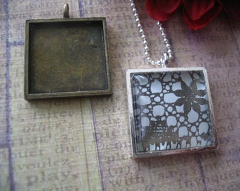 50pk...20mm Pendant Trays with Glass Inserts..Mix and Match..Antique Brass and Silver. Blanks, Settings, Bezels.