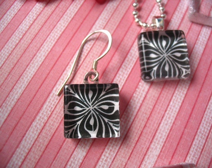50 EARRING COMBO PACK....50 Earring Glass Tiles..50 Silver Plated Earring Bails...50 Silver PlatedEarwire...16mm
