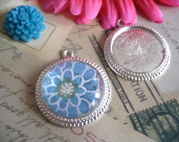 10...25mm Diameter Antique Style Settings..Mix & Match..Silver and Brass..Pendant Trays