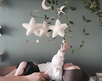 Natural Nursery Mobile. Cream Baby Mobile. Neutral Baby Mobile - Natural Baby Mobile. Cream Nursery Mobile. Baby mobile. Stars mobile.