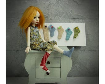 Crochet Pattern tutorial for doll socks and stockings, suitable for 4 cm slim doll feet, fit YoSD too
