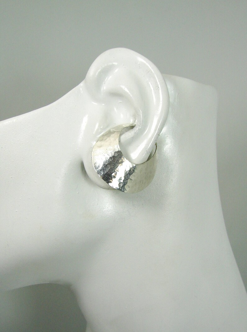 Ear Cuff Hammered Silver Non-pierced Cartilage Wrap Earring No Piercing Flying Saucer Flared Cuff Fake Conch Earring Faux Piercing EFSSSHM