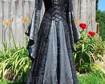 Robe de mariage robe médiévale mariage disponible en tailles S à XXL sur mesure faite pour vous.