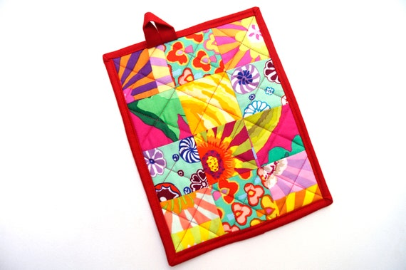 Quilted Pot Holder in Colorful Fabric Patchwork, Modern Cloth Hot Pad