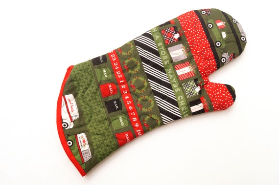 Christmas Fabric Oven Mitt with Delivery Theme, Quilted Holiday Cloth Oven Mitts