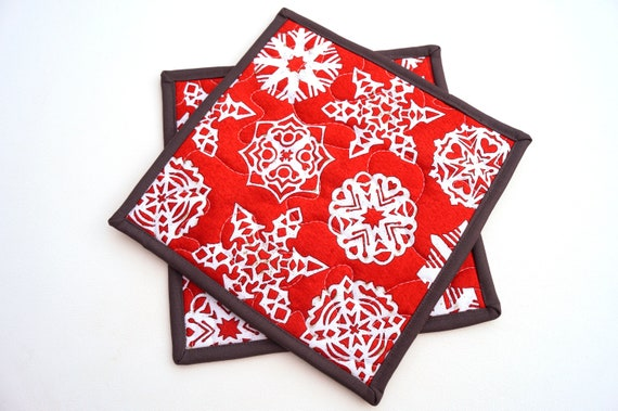 Snowflake Print Quilted Fabric Pot Holders in Red, Choice of One or Two with Hanging Tab Option