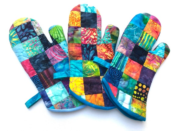 Quilted Batik Fabric Oven Mitt with Vibrant Patchwork, Tropical Cloth Kitchen Linen