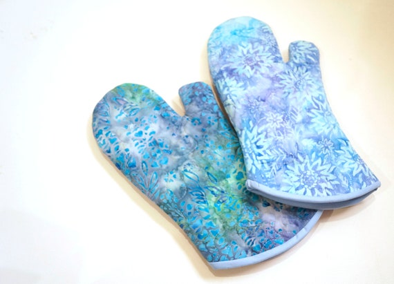 Quilted Oven Mitt with Hand Dyed Batik Fabric in Shades of Blue in Your Choice of Pattern with Hanging Tab Option
