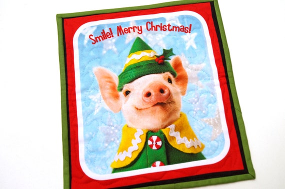 Pig Wall Hanging with the quote Smile! Merry Christmas!, Holiday Farm Animal Mini Quilt